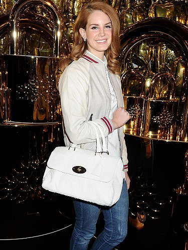 lana-del-rey-with-a-mulberry